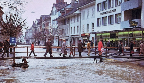 fliesst die obere Marktgasse hinunter (Quelle: ©  occaphot.ch 1973)