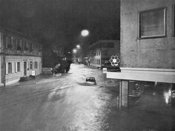 fliesst weiter Richtung Bahnhof (Quelle Postkarte Fritz Kuert AG Langenthal 1975)